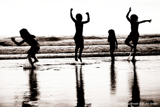 How to shoot silhouettes: Kids playing on the beach