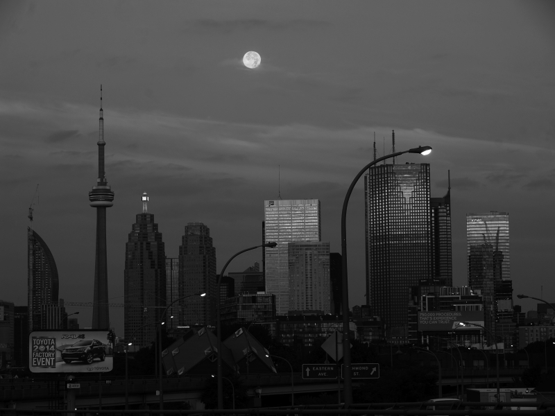 2014 Super Moon Setting Over Toronto