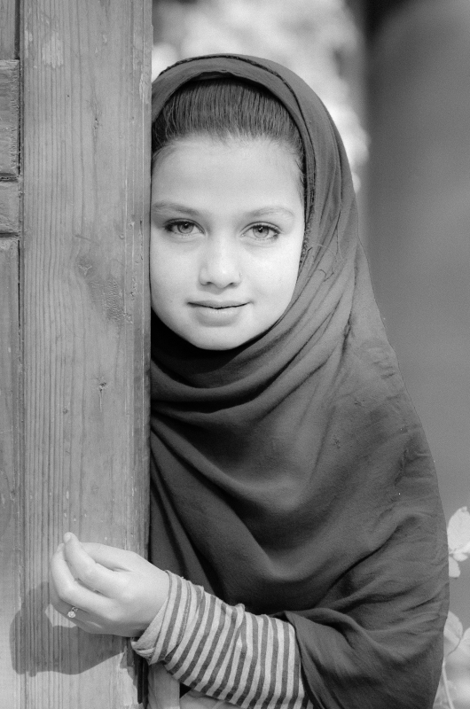 Afghan Girl At Women's Bazaar – Bw