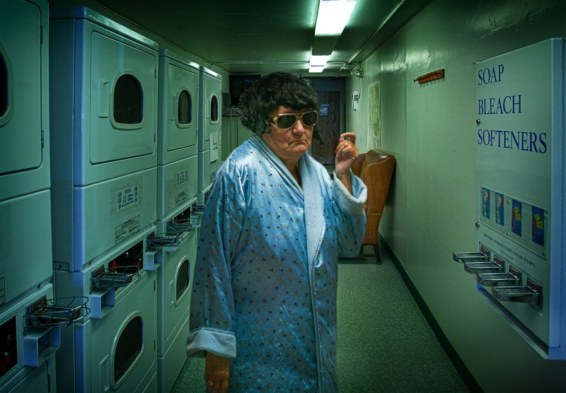Elvis In Laundromat