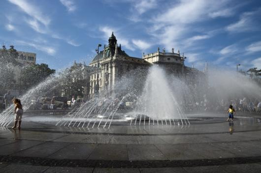 Karlsplatz Fountain